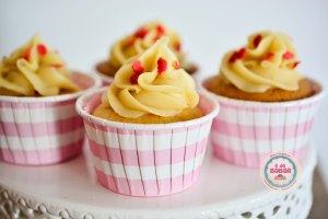 Cupcakes de brigadeiro branco com granulados coloridos!